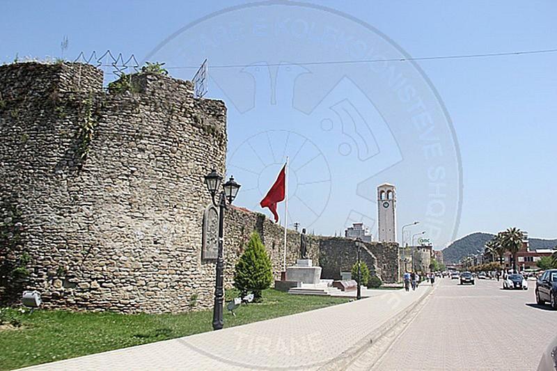 30 Nentor 1943 u vra Tomorr Sinani.