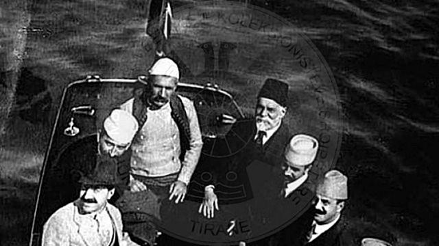 17 Nëntor 1912, patriotët shqiptarë ngrenë flamurin në Durrës