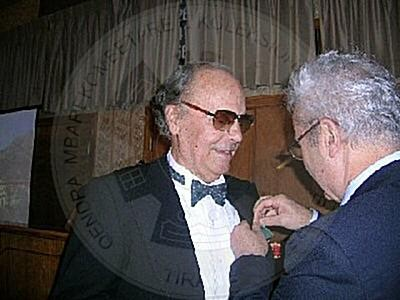 4 Nëntor 1925, lindi Xhon Athanas , këngëtar