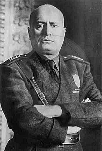 26 November 1937, Mussolini donates 2 million gold francs to the Albanian Kingdom