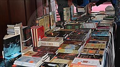 8 Nëntor 2000, panairi i parë i librit shqip
