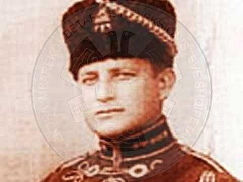 12 Shkurt 1931, në atentatin kundër Zogut në Vjenë, mbeti i vrarë adjutanti i tij Llesh Topollaj