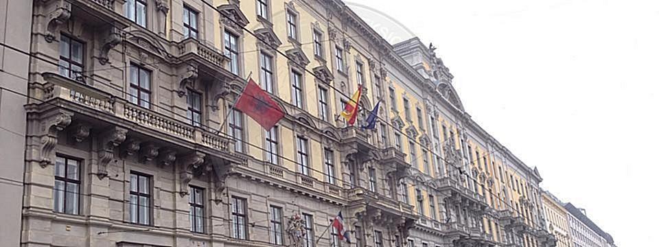 25 Mars 1996, u hap në Austri Konsullata Shqiptare e Nderit