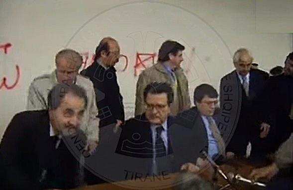 1 Prill 1997, aktivitet i dendur diplomatik i Kryeministrit shqiptar Bashkim Fino