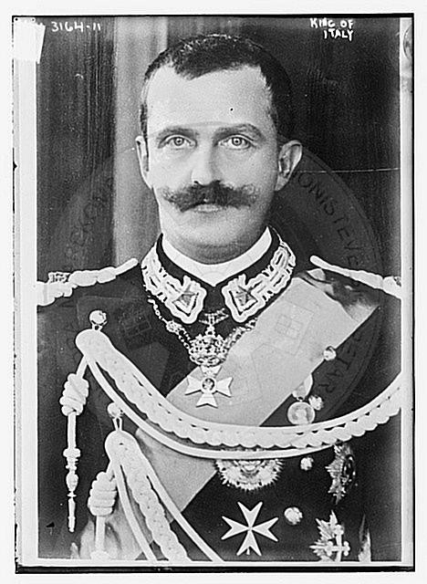 2 May 1937, Emmanuel III decorates some high Albanian personalities