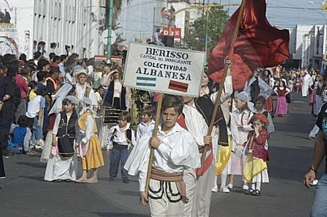 "21 April 1907 the Albanian exiles founded in Buenos Aires the patriotic and cultural society ""Lidhja shqiptare"""