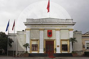 """21 Qershor 1995, Kuvendi i Republikës së Shqipërisë, miratoi Ligjin """"Për sistemin arsimor pasuniversitar"""""""