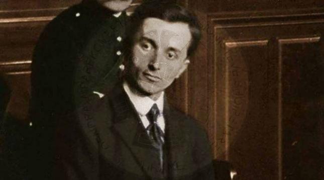 13 Qershor 1920, Esat Toptani mbeti i vdekur nga dy plumba që derdhi mbi të Avni Rustemi