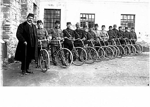 3 Qershor 1913, Qeveria e Përkohëshme e Vlorës, miratoi dhe publikoi rregulloren mbi formimin e Milicisë Shqiptare