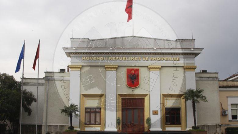 """8 Qershor 1991, u miratua në Shqipëri ligji """"mbi departizimin dhe depolitizimin e disa organeve shtetërore"""""""