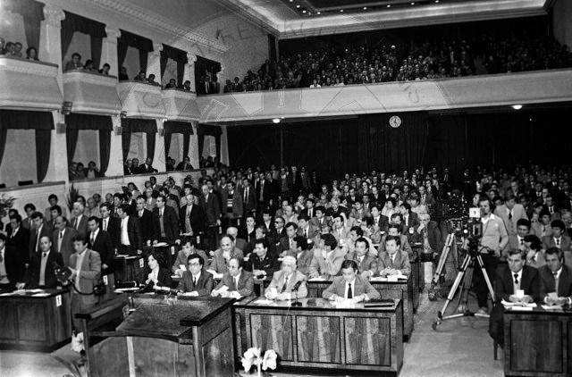 """13 Korrik 1992, Parlamenti miratoi ligjin """"Mbi ndërmarrjet shtetërore"""""""