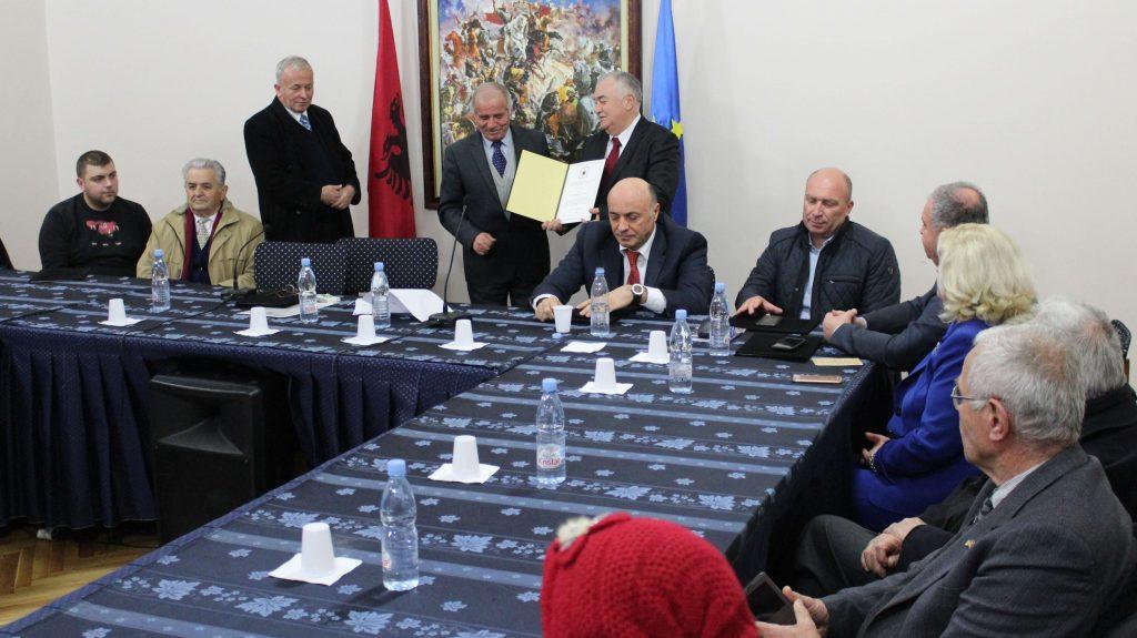 """Akademia Monarkiste Shqiptare vlerëson me çmimin """"KONSTANDINI I MADH"""" Z. Shpëtim Sala, Presidenti  Nderi i QMKSH."""