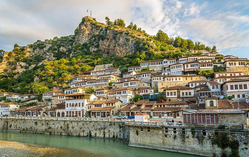 25 May 1937, the diplomatic corps made a tourist trip in Berat