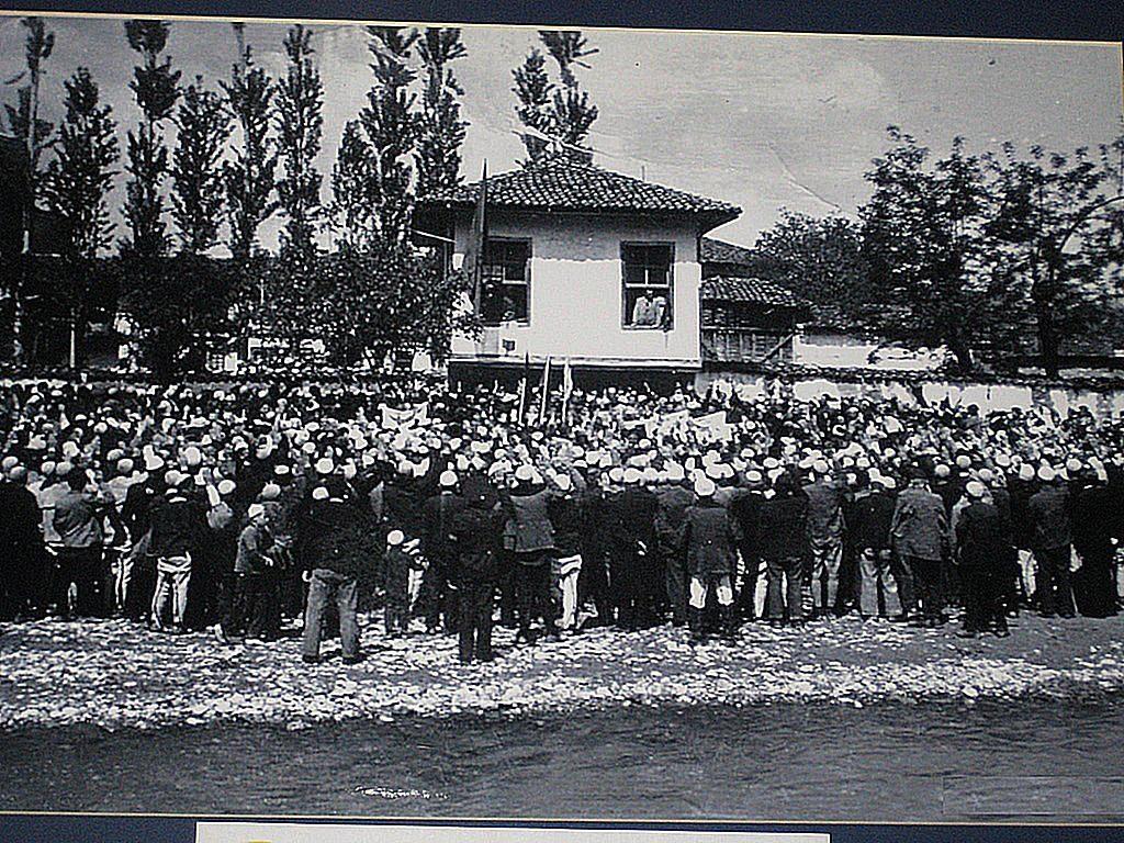 7 Maj 1879, delegatët e Lidhjes së Prizrenit në Prishtinë kërkuan të administronin vetë gjykatat