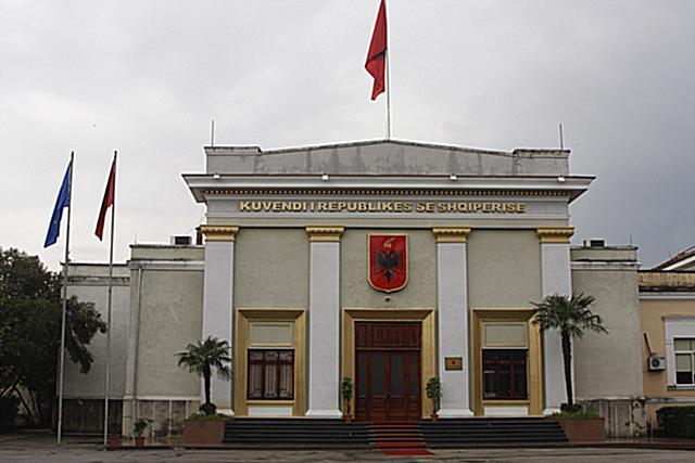 """7 Maj 1997, Miratohet Ligji """"Marrëveshja ndërmjet Republikës së Shqipërisë dhe shteteve kontribuese në forcën mbrojtëse shumëkombëshe"""""""