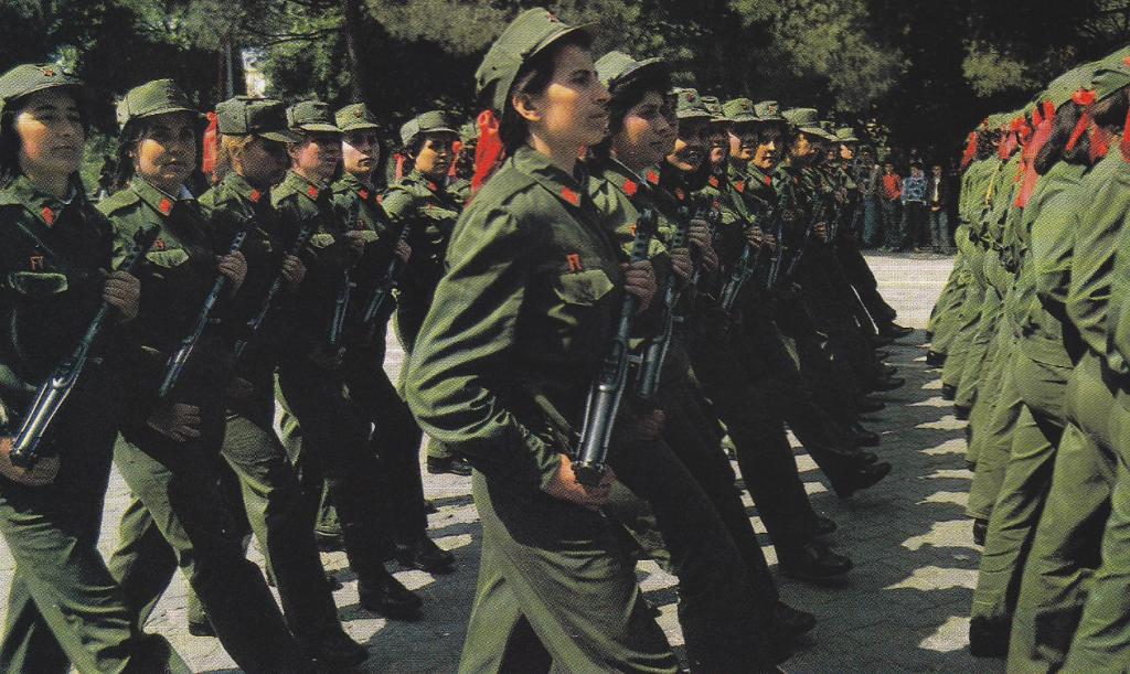 """(Shqip) 8 Nëntor 1944 u hap ne Berat """"Shkolla e përgatitjes së Oficerëve"""""""