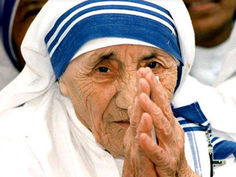 16 nentor 1996 Nënë Tereza pranon çmimin qytetare e nderit e Shteteve të Bashkuara