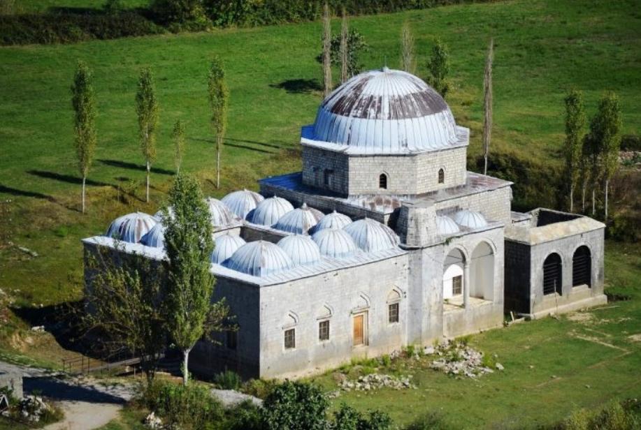16 Nëntor 1990 rihapet Xhamia e Plumbit në Shkoder