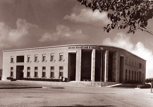 (Shqip) Nëntor 1938-Përfundoi ndërtimi i Bankës së Shqipërisë