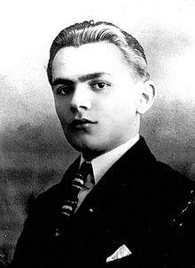 (Shqip) 6 janar 1900, lindi Skënder Luarasi.